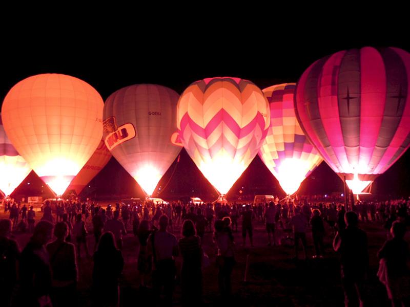 Night glow spettacolo a tempo di musica