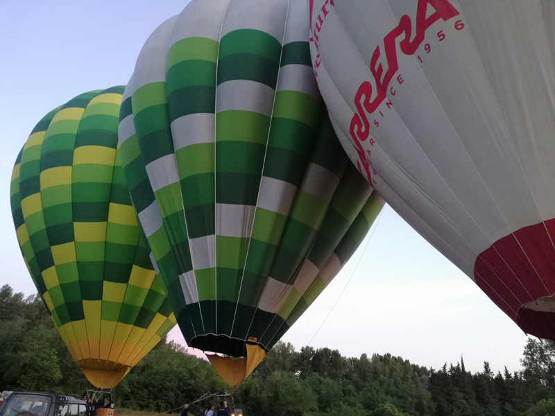 Alcune delle mongolfiere del Tuscany Ballooning