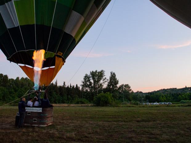 Mongolfiera con braciere acceso Bargino Tuscany Balloon